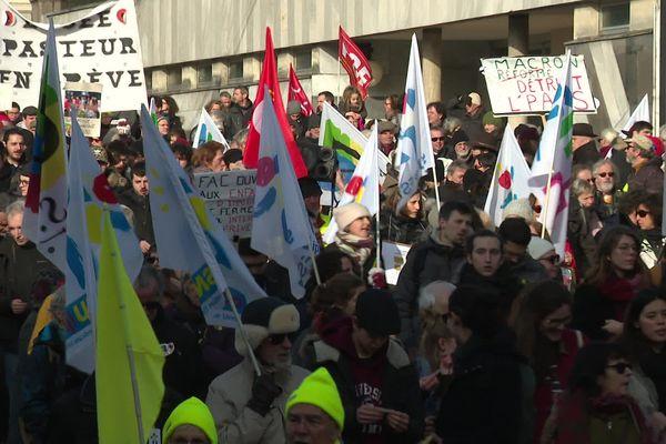 Plus de 2.600 manifestants ce vendredi 24 janvier contre la réforme des retraites dans les rues de Besançon.
