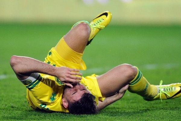 Mal retombé après un duel aérien avec le défenseur montpelliérain Abdelhamid El Kaoutari, l'attaquant du FC Nantes Filip Djordjevic pourrait être sérieusement touché au genou droit