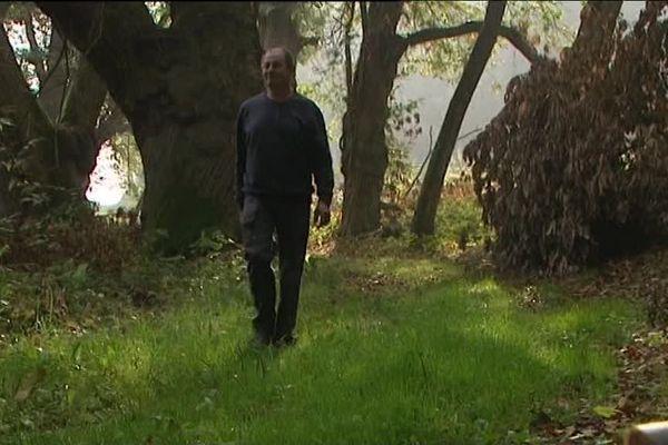 Serge Chaboche, exploitant forestier, a constaté depuis quelques années une surmortalité des chevreuils dans le Perche.