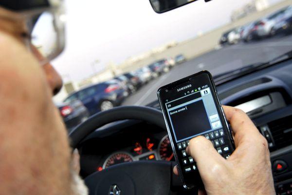 Textoter au volant multiplie le risque d'accident par 23...