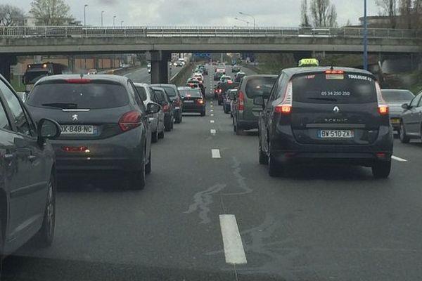 Une des opérations escargot menée sur la rocade de Toulouse par les taxis mécontents