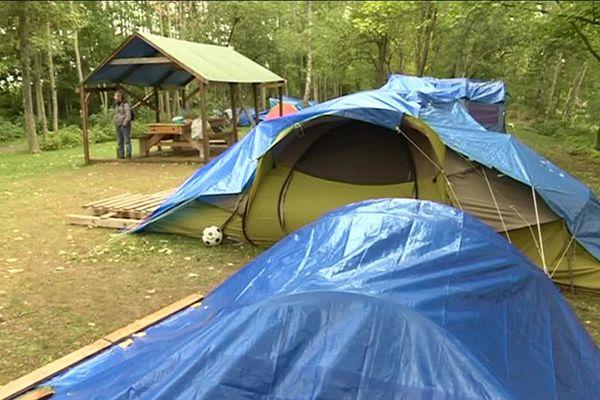 Les tentes occupées par les migrants dans le parc St-John Perse à Reims.