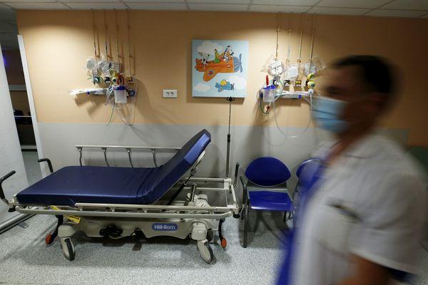 """Une dizaine d'enfants ont été pris en charge à l'hôpital de Nice (Alpes-Maritimes). Cette inflammation généralisée appelée """"PIMS"""" survient 6 à 8 semaines après avoir eu un contact avec une personne atteinte par le coronavirus."""