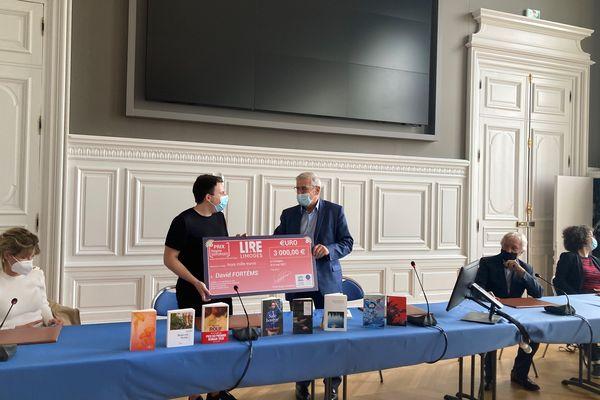 David Fortems, 24 ans, a reçu officiellement son prix accompagné d'un chèque de 3000 €