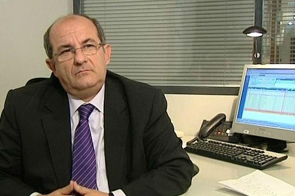Pierre Chaubon, dans son bureau de l'Assemblée de Corse