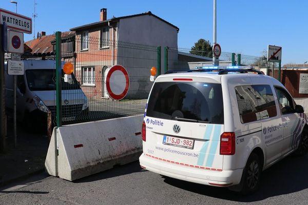 La police belge a bloqué plusieurs passages entre Wattrelos (Nord) et Mouscron (Belgique).