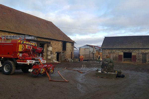 70 moutons ont été tués dans l'incendie d'un bâtiment agricole à Saint-Jean-Ligoure