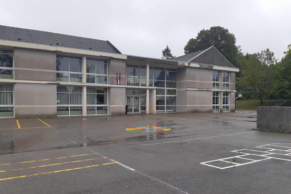 L'école Tristan l'Hermite à La Souterraine est fermée pour au moins deux jours, après la découverte de trois cas de Covid-19.