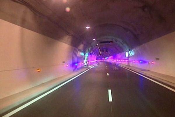 Tunnel de Violay sur l'A89- Archives