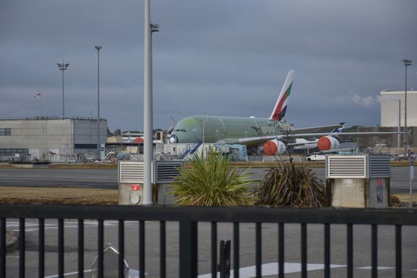 Plusieurs A380, comme celui-ci, attendent d'être livrés.