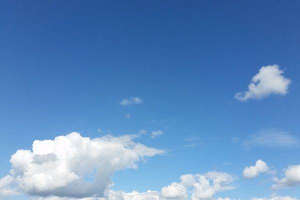 Un bleu parsemé de quelques cumulus décoratifs dans le ciel normand...