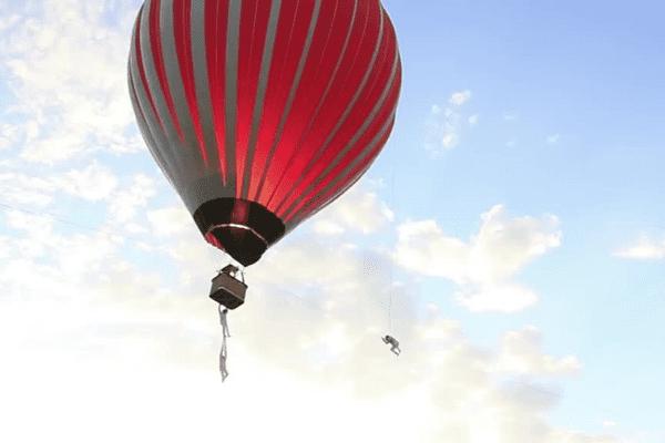 La montgolfière d'Exit, de la Cie In Extremiste