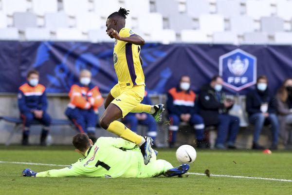 L'avant-cente toulousain Vakoun bayo marque le 1er but de la victoire du TFC, 2-0 à Bordeaux, en 32ème de finale de la Coupe de France.