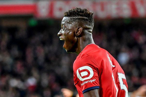 Edgar Ié exhulte après avoir marqué un but contre Strasbourg, alors qu'il jouait au LOSC, en janvier 2018.