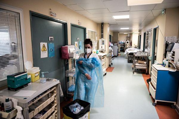 Selon le dernier bilan de l'agence régionale de santé, en Corse, 87 personnes sont hospitalisées suite à une infection au Covid19 dont 13 en réanimation ou en soins intensifs.