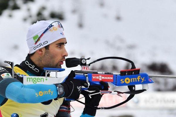 Martin Fourcade a remporté samedi la poursuite (12,5 km) d'Oberhof en Allemagne et consolidé sa place de leader au classement général de la Coupe du monde de biathlon