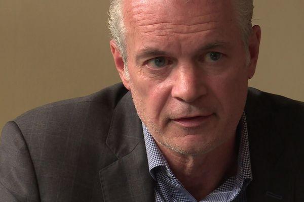 Eric Schnur, PDG du groupe américain Lubrizol, lors d'une conférence de presse à Rouen le 5 octobre 2019
