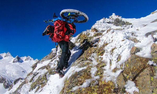 Alexis Righetti pendant l'ascension du Pic d'Espade dans les Pyrénées