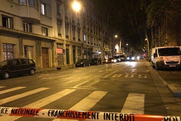 Un homme était retranché dans son appartement du 3e arrondissement de Lyon et le quartier bouclé par la police et le Raid, samedi 7 novembre vers 19h. L'homme a été finalement interpellé.