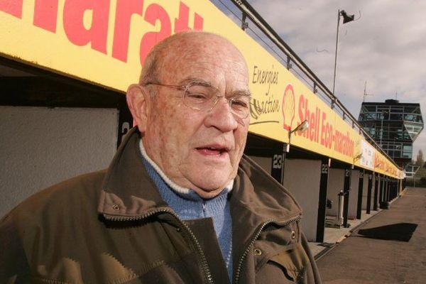 Guy Ligier, ancien patron de l'écurie de Formule un du même nom, le 15 novembre 2004.