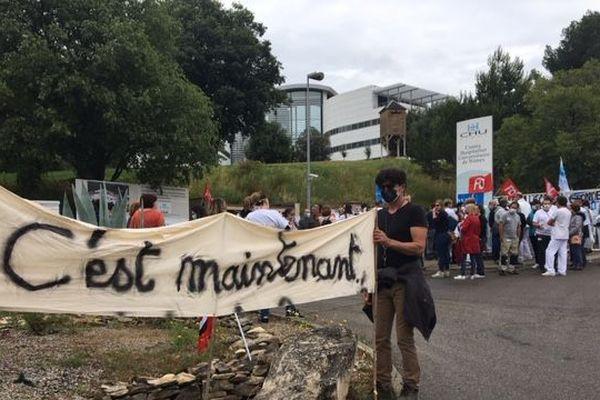 Les personnels du CHU de Nîmes réclament des hausses de salaires pour tout le monde