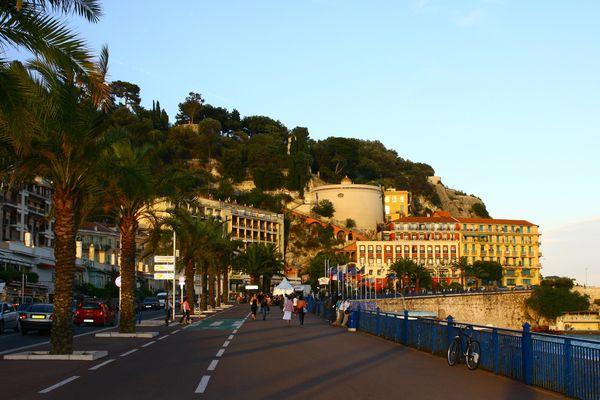 Le coup de canon était tiré depuis la colline du château à Nice.