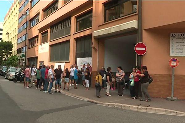 Salariés de Foreplast devant leur usine de Monaco, le 2 août 2019