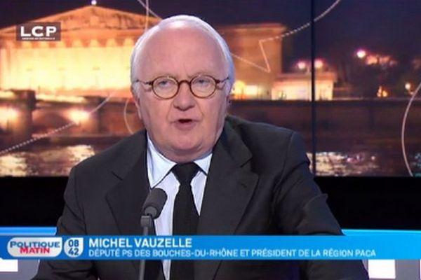"""""""Compte-tenu du racisme, j'ai peur que des personnes, ayant peur, aient la tentation de dénoncer un voisin d'origine maghrébine pour aller au commissariat, comme ça se passait à l'époque de Vichy"""", a affirmé Michel Vauzelle."""