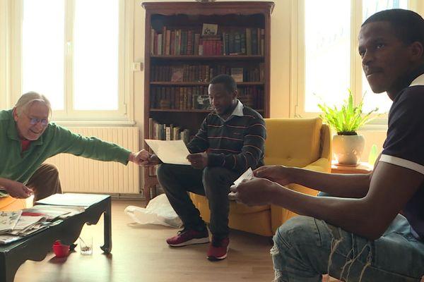 Guy, Boubacar et Sidiki ont noué des liens d'amitié au fil des années et vont partager ensemble leur victoire.