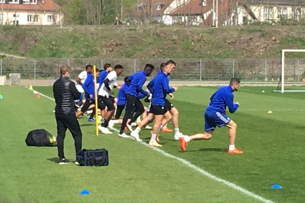Les Strasbourgeois à l'entraînement juste avant de monter dans le bus pour le Parc des Princes