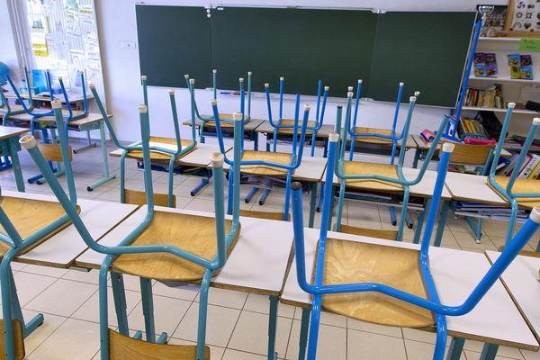Les écoles primaires et maternelles ont été fermées par précaution et en attendant les résultats des tests sur les enfants