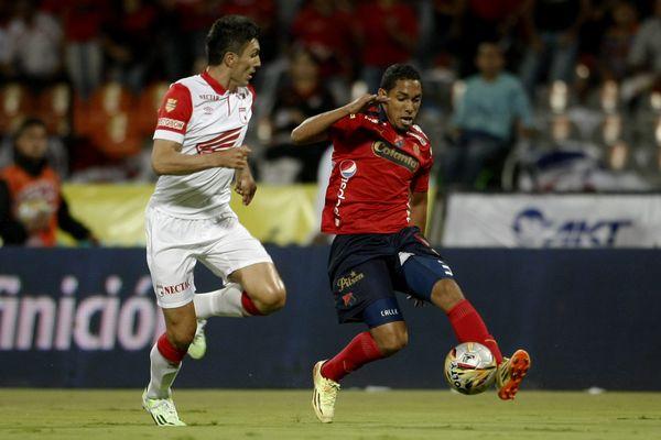 Javier Calle (à droite) sous le maillot de l'Independiente Medellin.