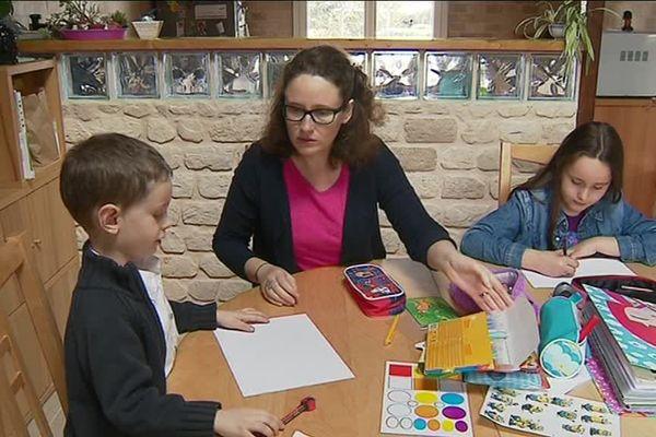 3 à 4 fois par an, comme son frère, elle fait des dessins pour son filleul.