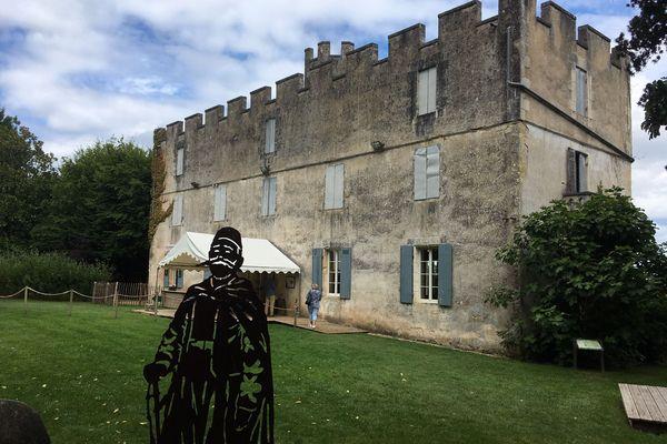 L'ombre de Fernand Linarès plane sur ce fortin militaire d'inspiration coloniale, en plein cœur de la Dordogne