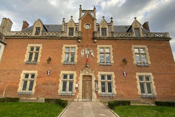 La mairie d'Auxonne.