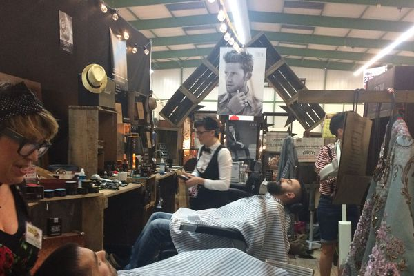 Un petit tour chez le barbier au salon du vintage de Niort