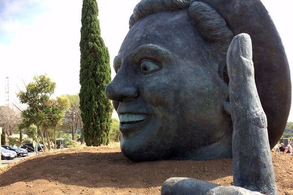 Narbonne (Aude) - la statue de Charles Trenet est l'oeuvre du sculpteur Thierry Delorme - 6 juillet 2017.
