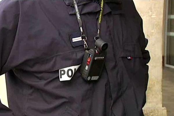 Nîmes : les caméras personnelles pour enregistrer les contrôles de police - mars 2013.