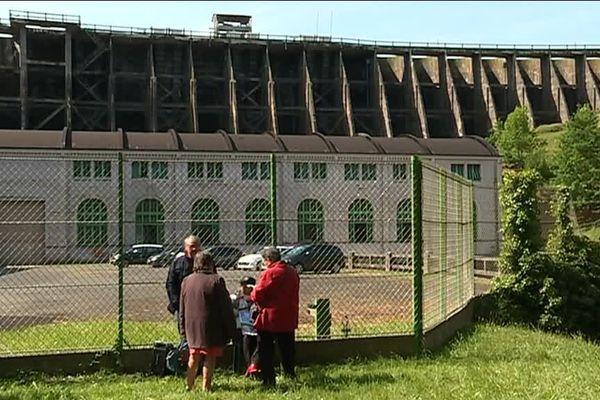 Une militante de l'association des amis des barrages promet de rester sur place nuit et jour tant que le ministre de l'environnement Nicolas Hulot ne sera pas venu sur les lieux