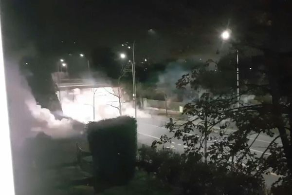 Explosion d'un mortier d'artifice, lors d'une nuit de tensions à Argenteuil.