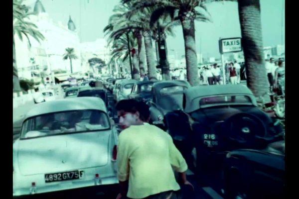 Des bouchons dans le centre-ville de Cannes à la fin des années 1950.