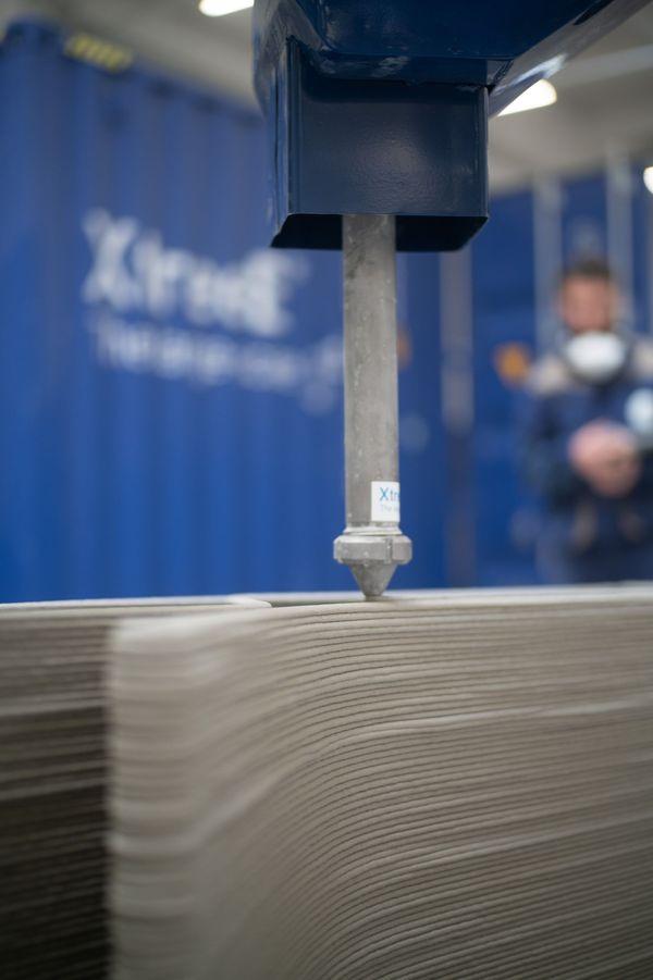 Impression 3D béton mur prototype Viliaprint. Chaque couche sèche en moins de deux minutes.