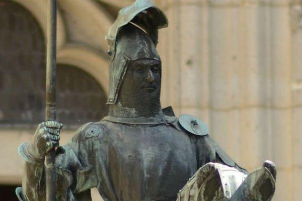 Statue équestre de Louis d'Orléans au château de Pierrefonds (Oise).