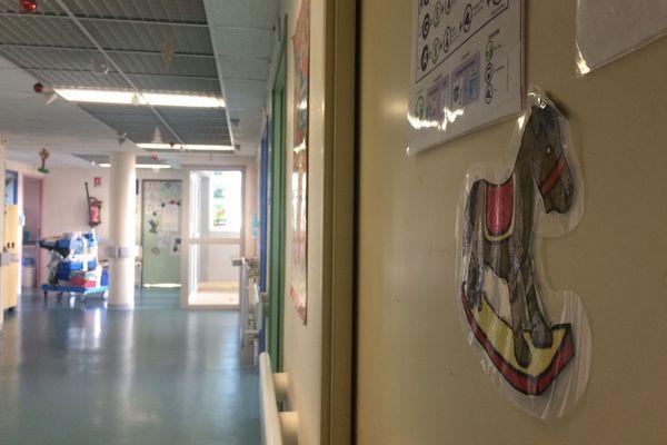 Une cinquantaine de cadeaux ont été distribués aux enfants hospitalisés le 25 décembre au centre hospitalier de Compiègne-Noyon (Oise).