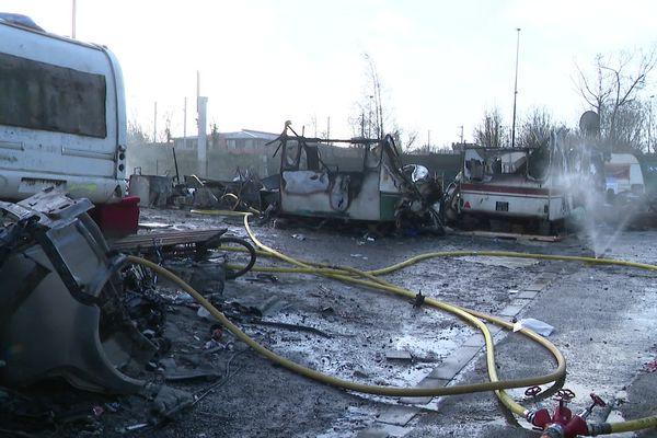 L'ensemble des caravanes sur le campement a été détruit.