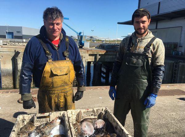 Les cours ont chuté car habituellement une partie de la pêche est exportée en Espagne et en Italie. Depuis la crise sanitaire, ce n'est plus le cas.