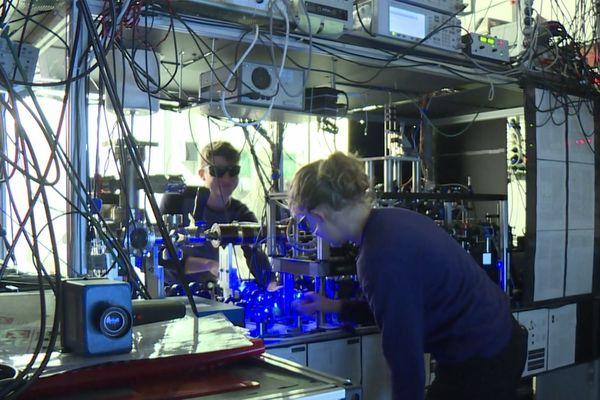 Plusieurs laboratoires franciliens participent aux recherches centrées sur l'ordinateur quantique.