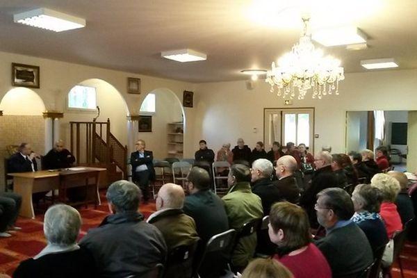 150 personnes représentantes des religions et de la société civile ont débattu à la mosquée de Guéret, suite aux attentats de Paris