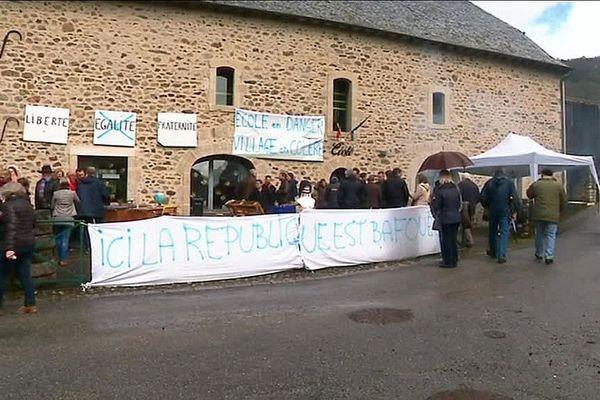 Le 30 mars 2018 : les parents d'élèves de l'école de Monceaux-sur-Dordogne (19) protestent contre la décision de l'académie.