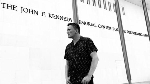 André Dominici à l'entrée du Kennedy center